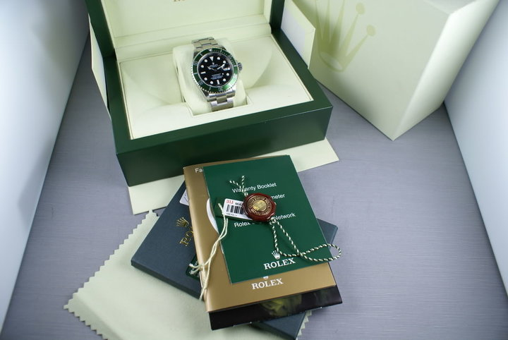 Rolex Green Submariner 16610LV Box and Papers photo