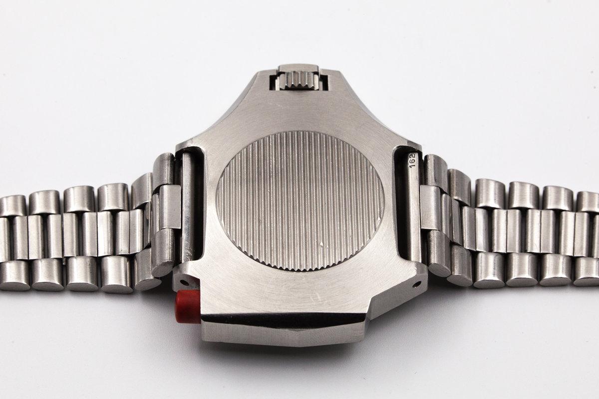 Relógios de mergulho vintage - Página 2 Ca98a7c52a6e3f7e1bede7015b4b9dd6928ee8cf